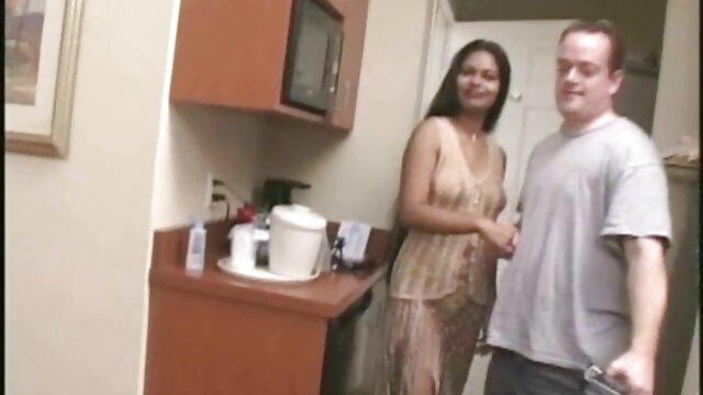 彼はウェブカメラで雌犬の彼の母親の息子をファックします。 女性 が 見る av 動画